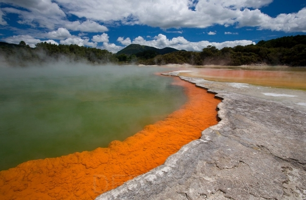 Champagne-Pool-in-Rotorua-of-New-Zealand-3